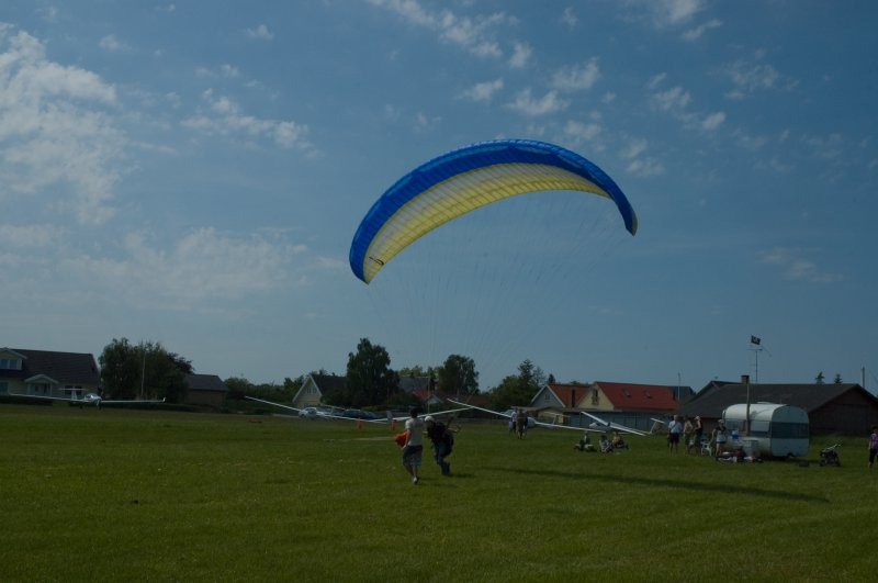 Paragliders over FFF (2)
